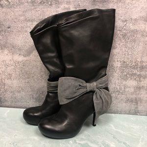Poetic License Femininity black heeled boot w/ bow